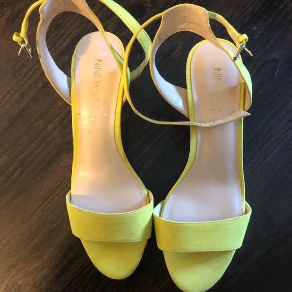 54c80888c97 *LEISA* Nine West kitten heel —- yellow (neon-ish)